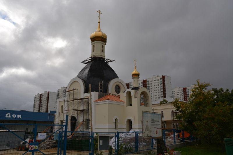 Храм свт. Ермогена Патриарха Московского и всея Руси в Крылатском
