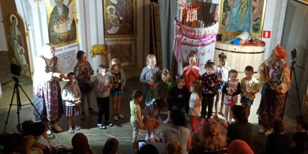 Приход Архистратига Божия Михаила в Тропареве устроил кукольный спектакль для пациентов Российской детской клинической больницы