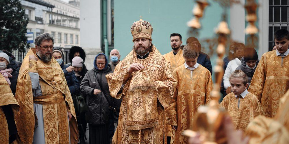 В Богоявленском Елоховском соборе отслужили заупокойную литию на могиле приснопамятного протопресвитера Матфея Стаднюка