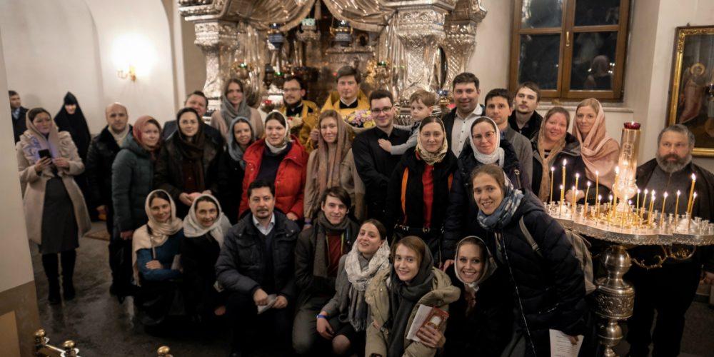 Молодёжный хор и актив  храма преподобного Сергия Радонежского в Солнцево приняли участие в молебне у раки с мощами блаженной Матроны Московской