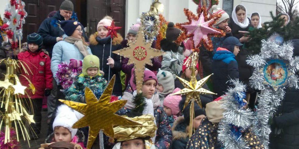 Детский крестный ход и рождественский праздник прошли в храме Иоанна Русского в Кунцеве