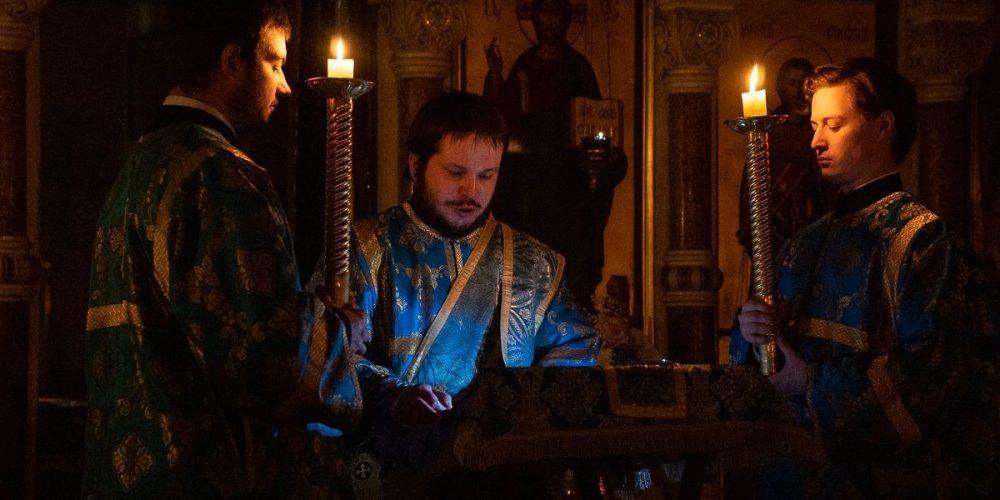 Ночную молодежную Литургию отслужили в праздник Благовещения в храме-часовне Архангела Михаила