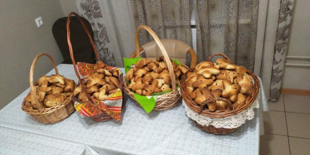 Традиционное угощение на Крестопоклонной неделе выпекли прихожане храма свт. Иова