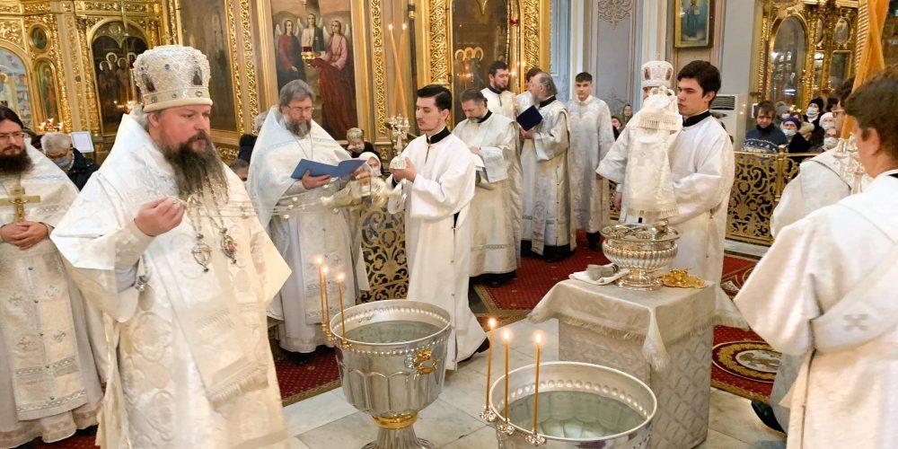 В Крещенский Сочельник епископ Павлово-Посадский Фома сослужил митрополиту Воскресенскому Дионисию в Богоявленском соборе