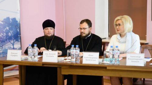 Церковь и молодежь. Круглый стол по проблемам воцерковления современного поколения прошел в храме святителя Николая в Покровском