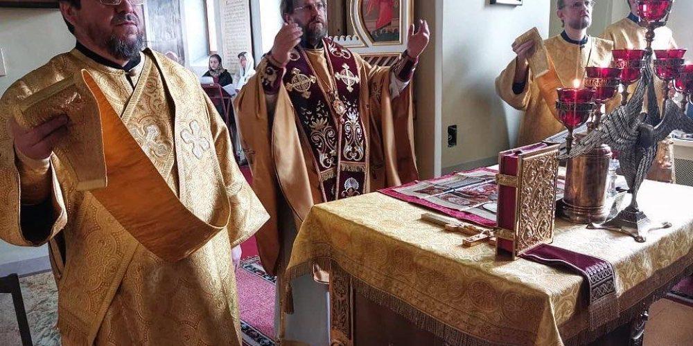 В день памяти Василия Блаженного епископ Фома совершил литургию в крестильном храме Елоховского кафедрального собора