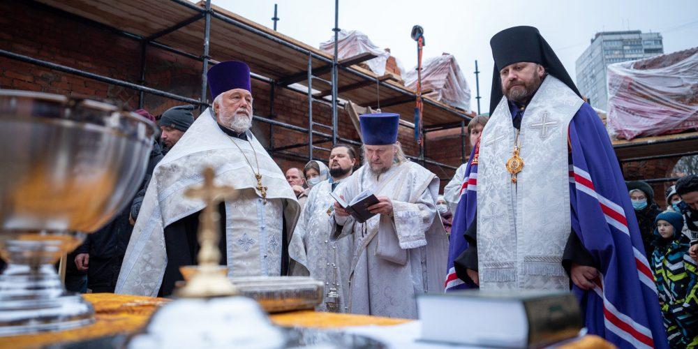 Епископ Павлово-Посадский Фома совершил чин закладки камня в основание храма равноап. Марии Магдалины на Сетуни