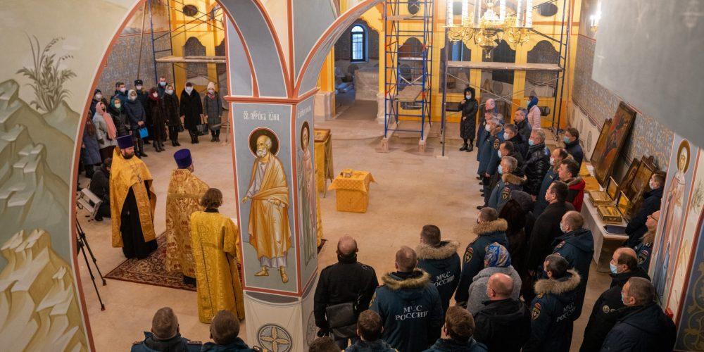 В храме Смоленской иконы Божией Матери в Фили-Давыдково был отслужен молебен в честь 30-летия МЧС