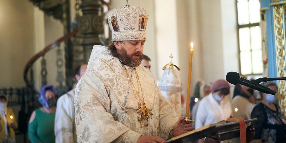 Парастас накануне Троицкой Родительской субботы соверишил в Георгиевском соборе владыка Фома