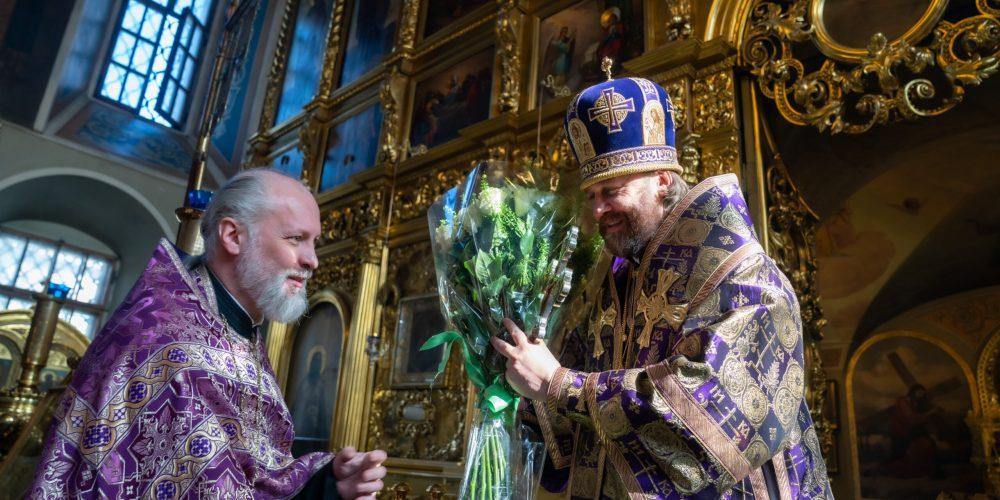 В день Тезоименитства епископ Фома совершил Литургию в храме святителя Николая в Хамовниках