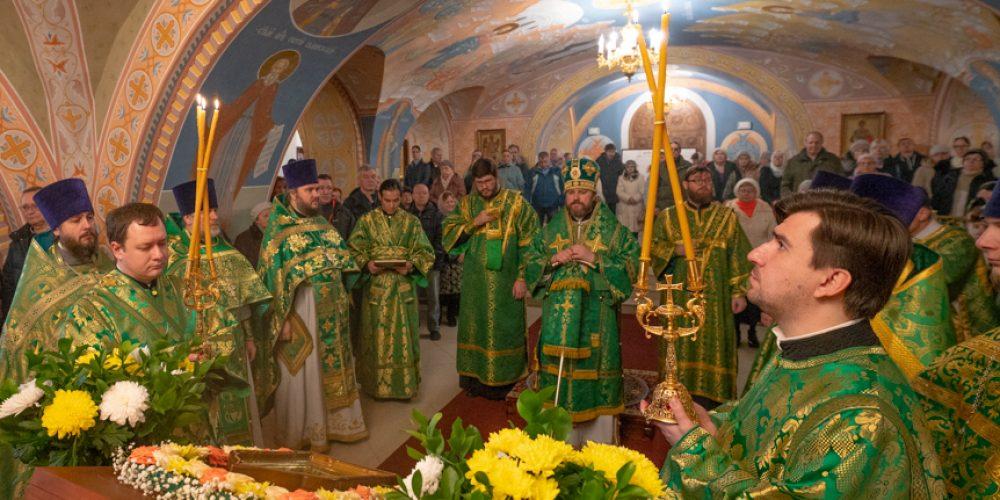 Епископ Фома совершил Божественную литургию в храме Всех Святых на Филевской пойме (+ фото)