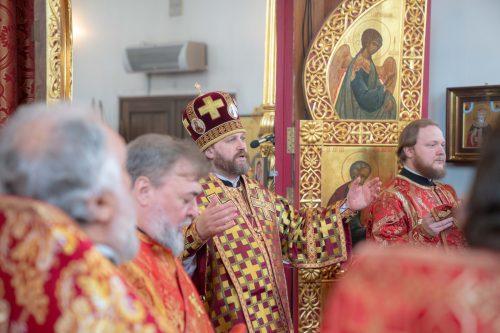 Литургию в престольный праздник в храме Воскресения Христова в Толстопальцово возглавил епископ Фома