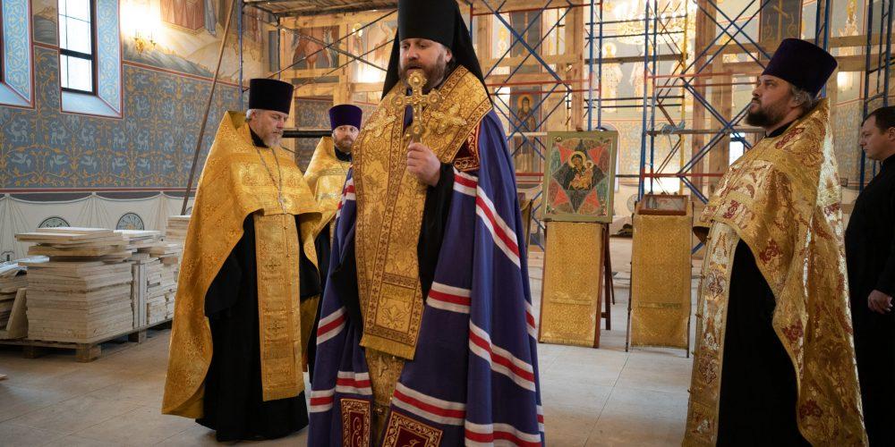 Молебен в храме Смоленской иконы Божьей Матери совершил епископ Павлово-Посадский Фома