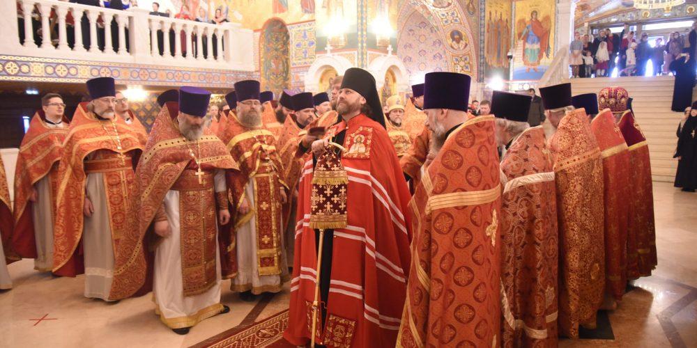 Епископ Одинцовский и Красногорский Фома возглавил Божественную литургию в Никольском соборе города Красногорска