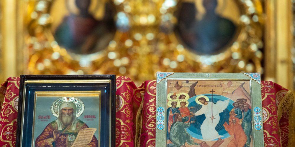 Владыка Фома сослужил на Литургии в Богоявленском соборе в день памяти обретения мощей святителя Алексия