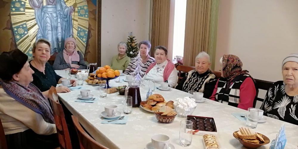 Рождественская встреча с ветеранами прошла в Ермогеновском храме в Крылатском