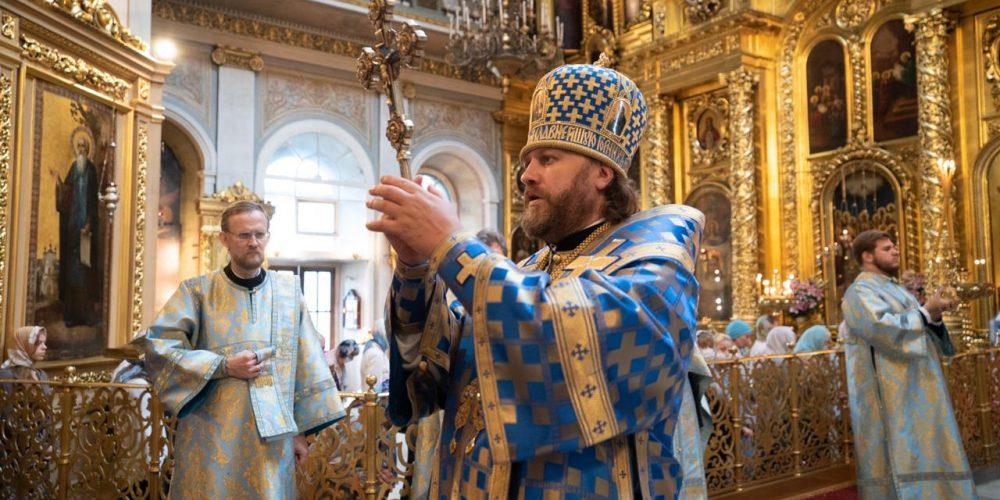 Литургию и молебен перед началом учебного года совершил епископ Фома в Богоявленском соборе