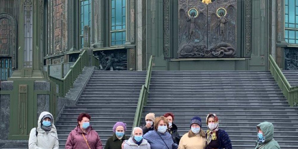 Храм Андрея Рублева организовал подопечным Центра социальной адаптации поездку в главный храм ВС РФ
