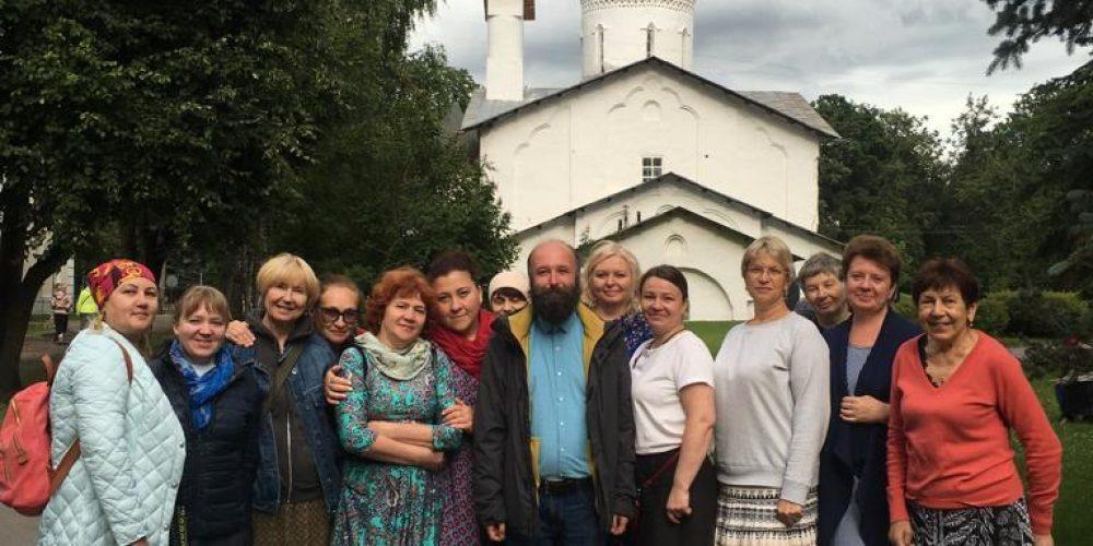 Прихожане Георгиевского благочиния совершили паломничество к святыням Псковской земли