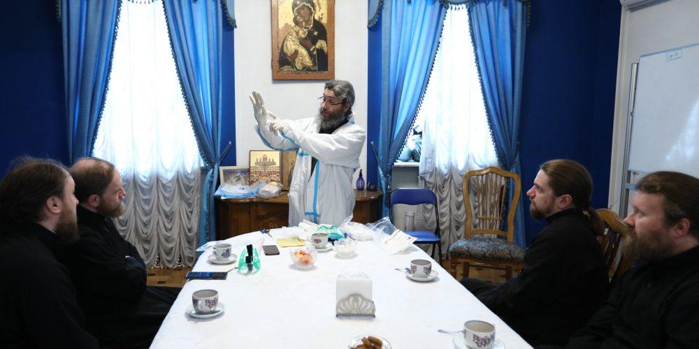 Священники храма прп. Сергия Радонежского приняли участие в семинаре по практике окормления больных ковидом