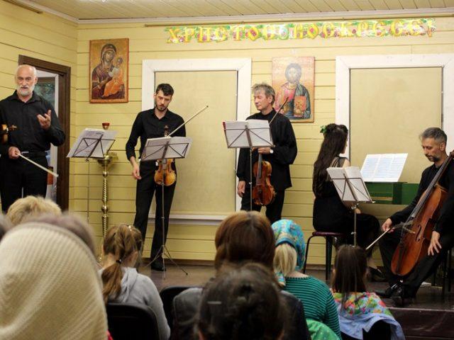 Концерт инструментальной музыки XVIII в. устроили для прихожан храма Успения Пресвятой Богородицы в Матвеевском