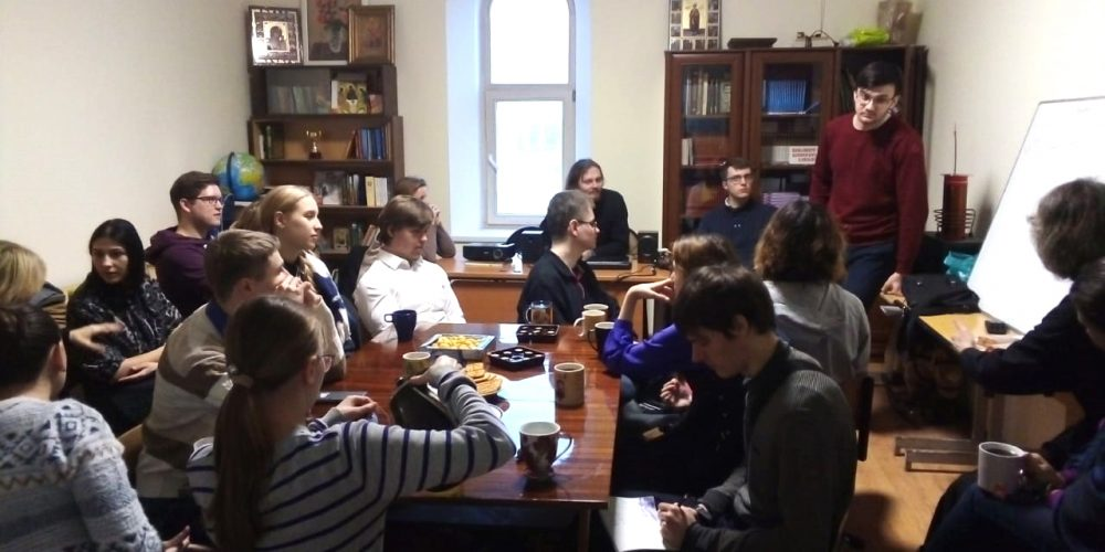 Тема сознания заинтересовала молодежь: в храме преподобного Андрея Рублева в Раменках прошла встреча клуба «Наука и религия»