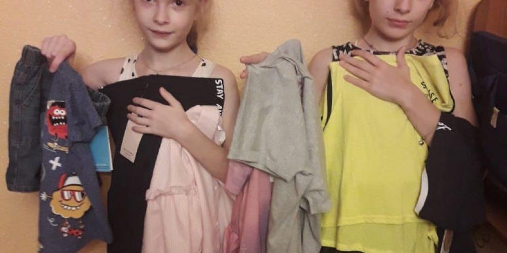 В храме прп.Андрея Рублева в Раменках передали многодетным семьям новую одежду