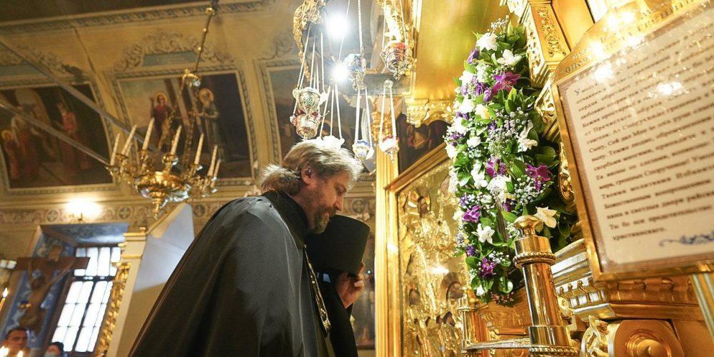 Накануне праздника в честь иконы «Споручница грешных» епископ Фома молился в храме свт.Николая в Хамовниках