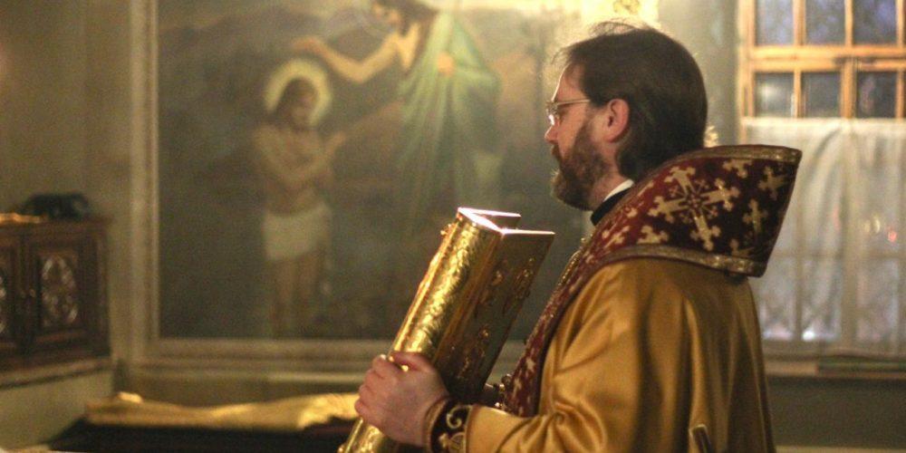 Епископ Павлово-Посадский Фома возглавил Литургию в храме свт. Николая в Хамовниках