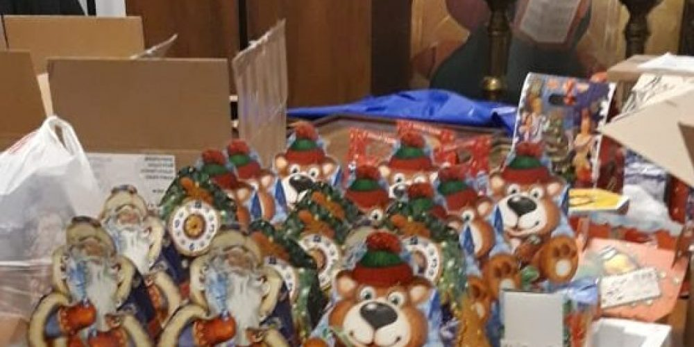 Волонтеры храма свт. Иова передали  подарки прихожанам храма Рождества Христова в Урюпинске