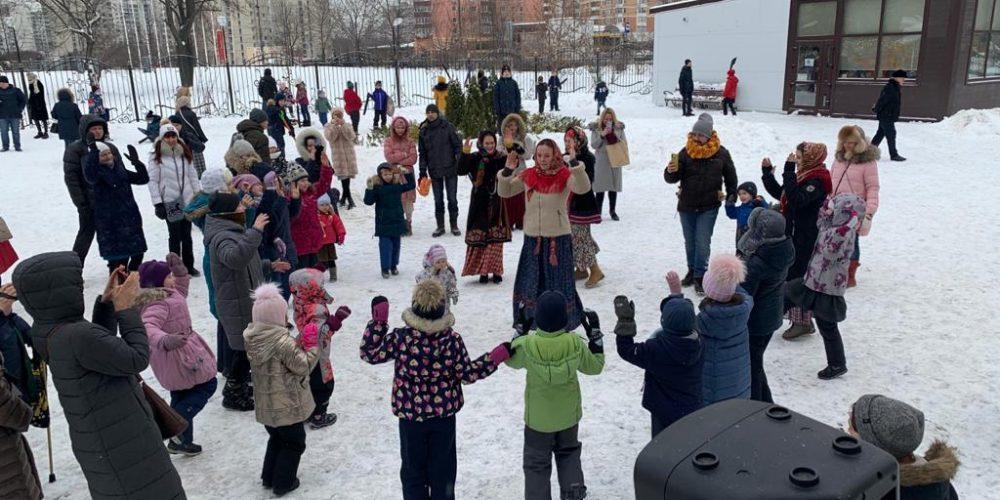 Рождественский праздник для детей устроили храмы князя Александра Невского при МГИМО и Иверской иконы Божьей Матери