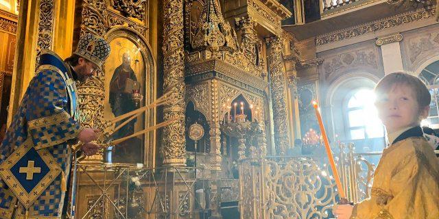 В праздник Сретения Господня епископ Павлово-Посадский Фома совершил Божественную литургию в Богоявленском соборе