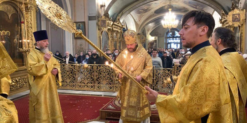 В Неделю сыропустную епископ Павлово-Посадский Фома совершил Литургию в Богоявленском соборе