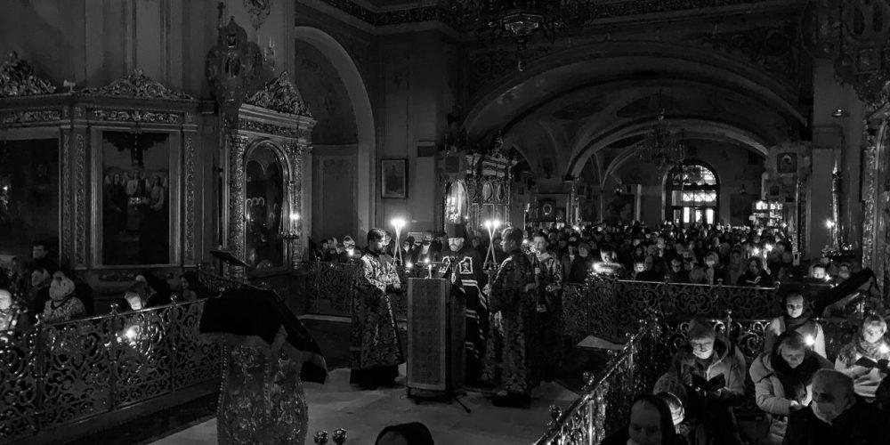 Великое повечерие с чтением канона Андрея Критского совершил в Богоявленском соборе епископ Фома