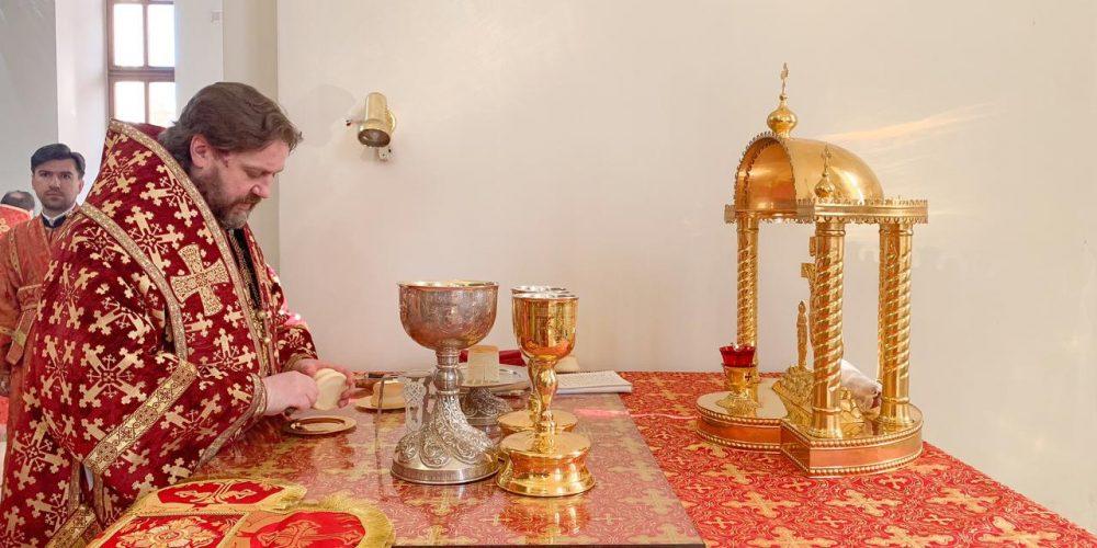 Литургию в малый престольный праздник в Георгиевском соборе в Одинцове возглавил епископ Фома