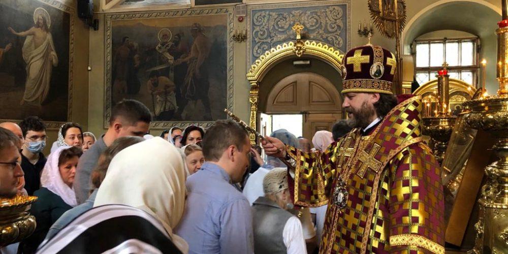 В Неделю о слепом епископ Фома совершил Литургию в храме святителя Николая в Хамовниках