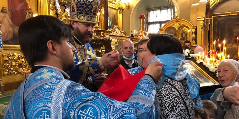 В праздник иконы «Споручница грешных» епископ Фома совершил Литургию в храме свт. Николая в Хамовниках