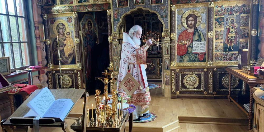 В день Радоницы Святейший Патриарх Кирилл совершил Литургию и пасхальное поминовение усопших