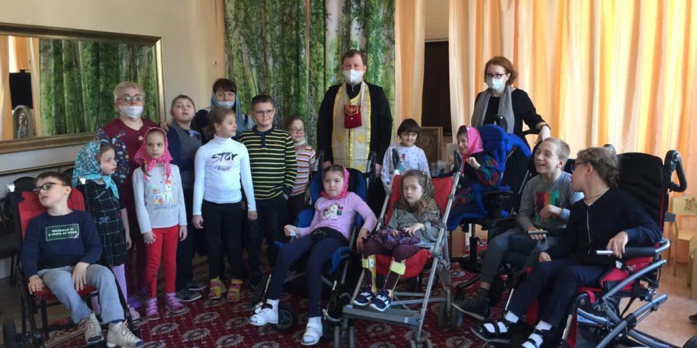 Клирик храма прп. Андрея Рублева причастил особых деток из коррекционного центра «Раменки»