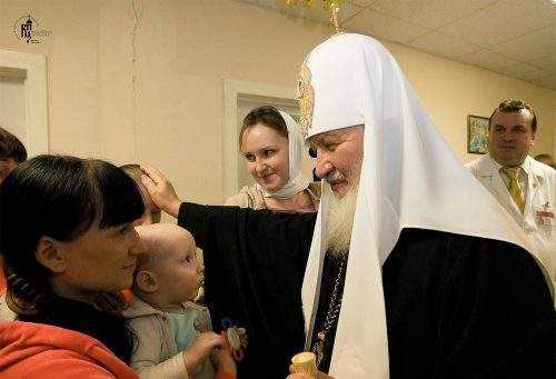 В праздник Рождества Христова Святейший Патриарх Кирилл посетил Научно-практический центр медицинской помощи детям Департамента здравоохранения в Михайловском благочинии г. Москвы