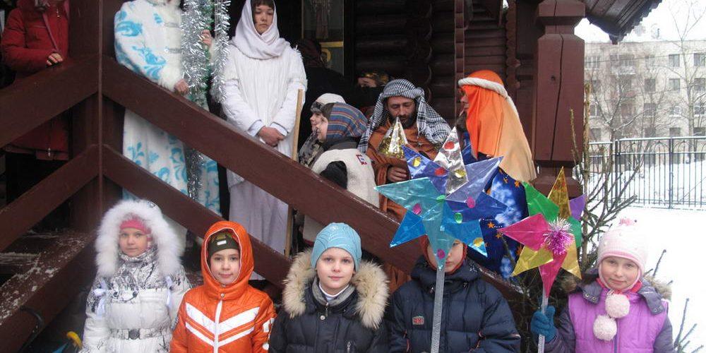 Рождественское шествие для юных прихожан храма прав. Иоанна Русского в Кунцеве