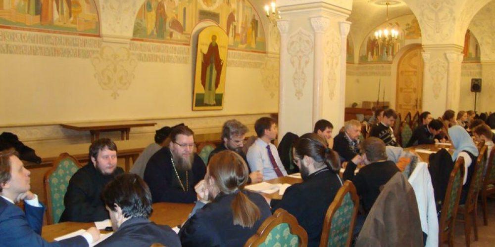 24 октября 2013 года в Сергиевском зале Храма Христа Спасителя было проведено собрание ответственных за молодежное служение в викариатствах города Москвы