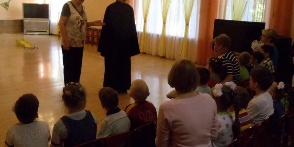 Детский хор «Серафимовцы» и члены молодежного клуба «Неофит» посетили специальный (коррекционный) детский дом № 11