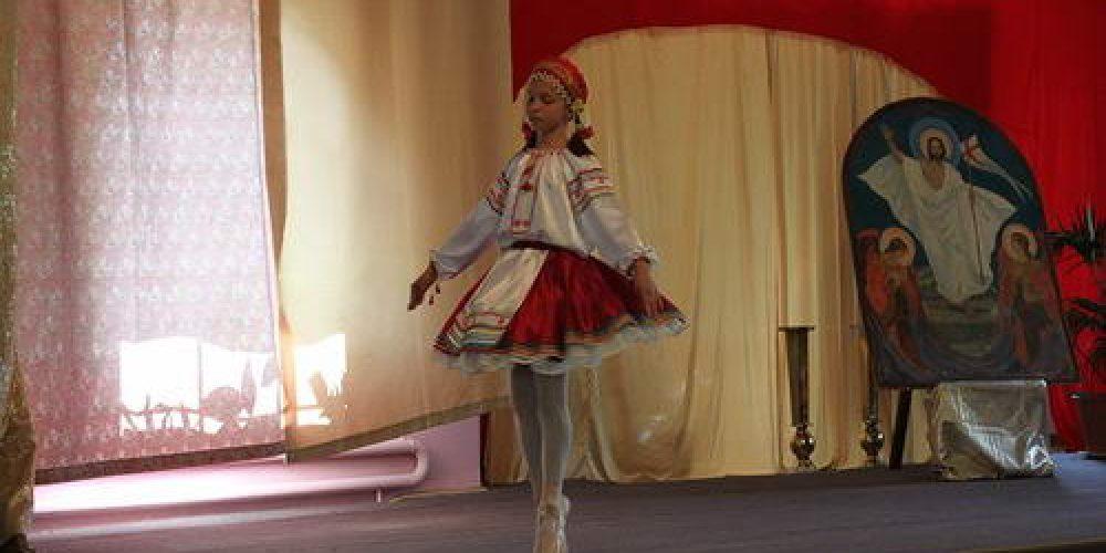 12 марта в Воскресной школе храма Архангела Михаила в Тропареве (Патриаршее подворье) прошли традиционные пасхальные концерты, завершившиеся, как водится, обильным угощением