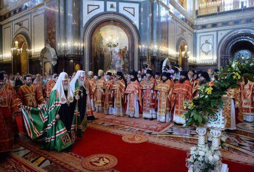 В день памяти равноапостольных Мефодия и Кирилла Предстоятели Русской и Болгарской Православных Церквей совершили Божественную литургию в Храме Христа Спасителя в Москве