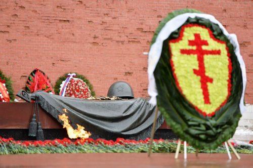 В День защитника Отечества Предстоятель Русской Церкви возложил венок к могиле Неизвестного солдата у Кремлевской стены