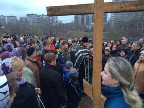 Более 300 человек собрались в московском районе Очаково в поддержку возведения там церкви в честь иконы Божьей Матери «Неопалимая купина» в рамках Программы «200 храмов»