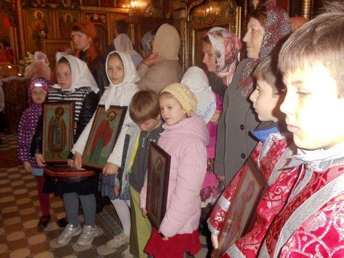 Литургия и детский Крестный ход на приходе Архангела Михаила