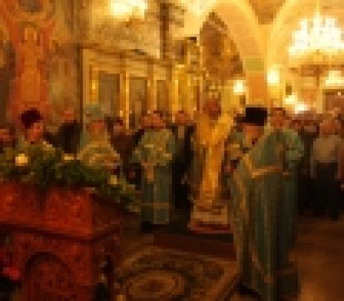 3 декабря накануне праздника Введения во храм Богородицы, епископ Бронницкий Игнатий совершил Всенощное бдение в храме Рождества Иоанна Предтечи на Пресне