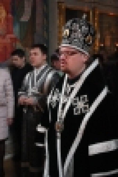 Епископ Бронницкий Игнатий совершил в храме Рождества Иоанна Предтечи на Пресне утреню Великой Субботы с чином погребения Плащаницы